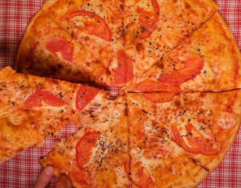Pizza Place in Kenosha, derangos pizza menu, pizza restaurant in kenosha